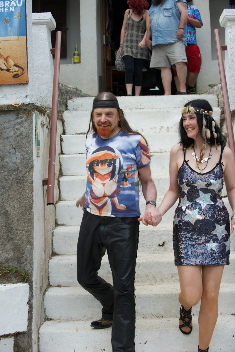 Michel + Mirakali auf Treppe