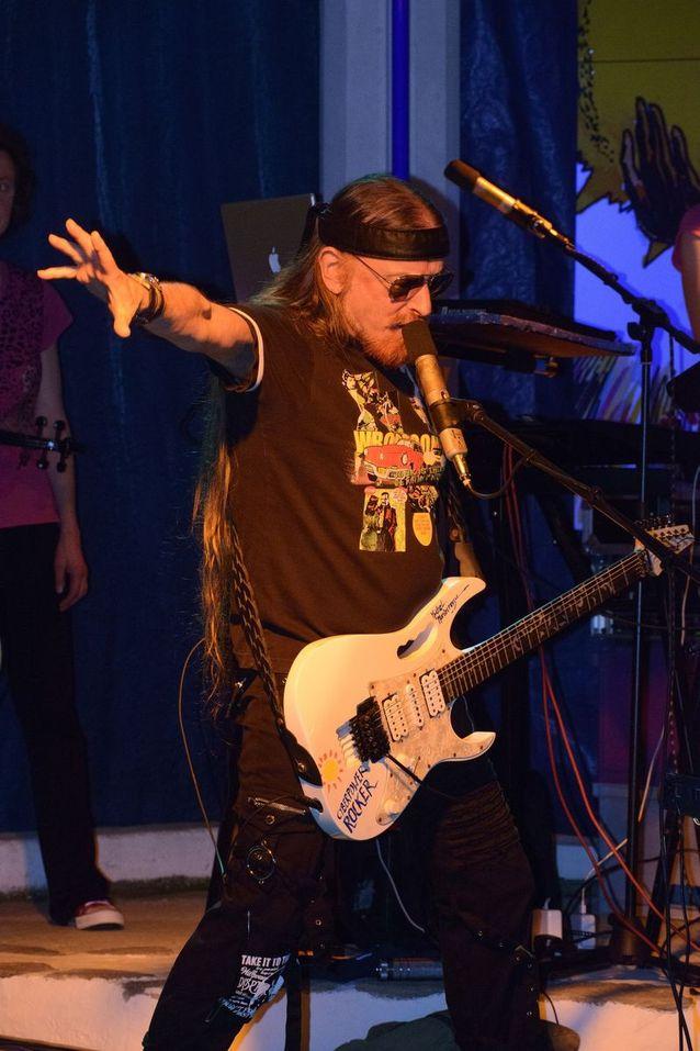 concert video, Cyberrock, Electronica, Listen, Michel Montecrossa, Mirakali, Mirapuri, Music, New-Topical-Song, Spirit of Woodstock Festival, Sunday Song Selection