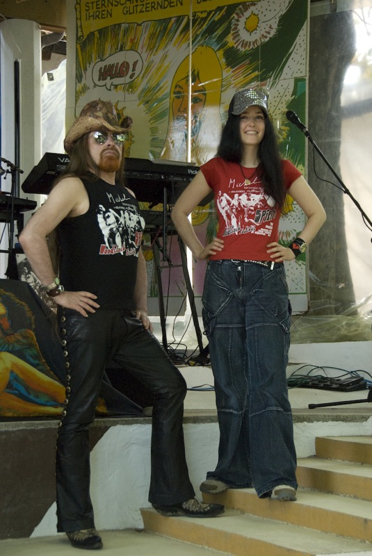 Michel + Mirakali in between at the Spirit of Woodstock Festival